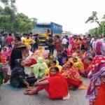 ফতুল্লায় কারখানার শ্রমিকদের বিক্ষোভ ও সড়ক অবরোধ